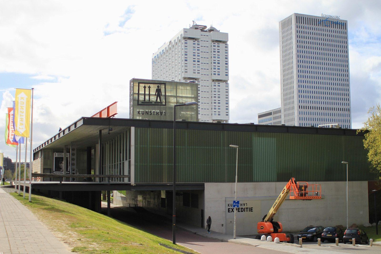 Kunsthal Rotterdam.  verbindet auf 3300 Quadratmetern die Anforderungen an den modernen Museumsbetrieb, inklusive Auditorium, Restaurant und Museumsshop, mit einer kompakten Gestaltung.