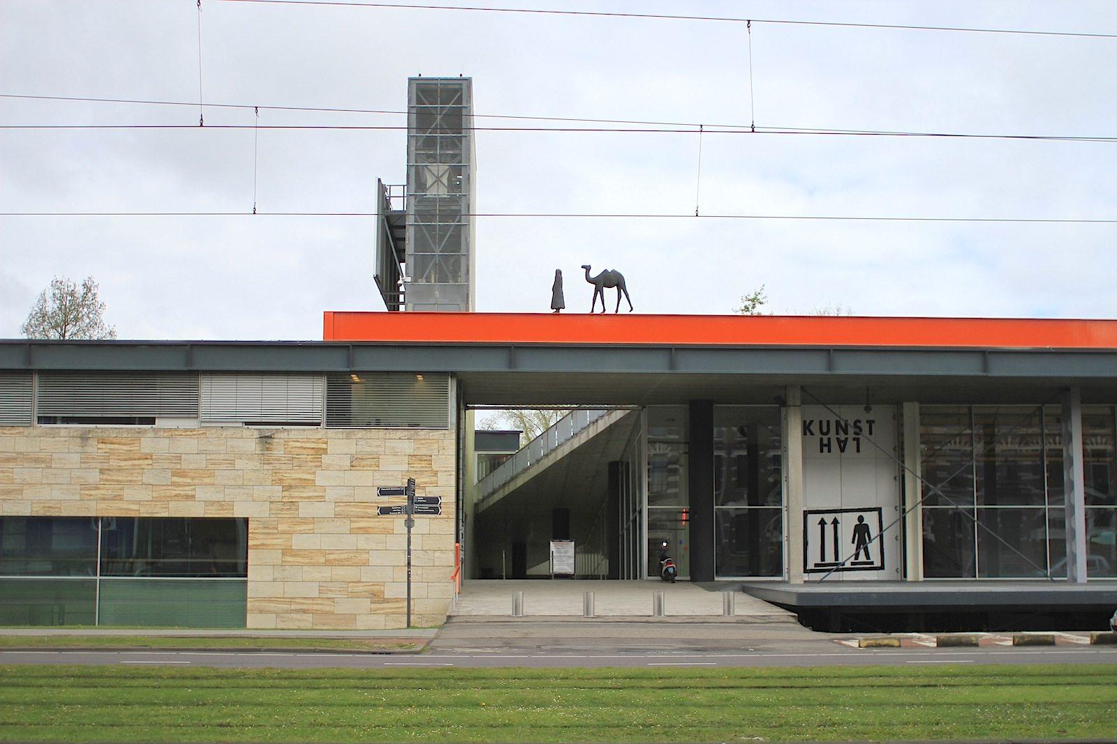 Kunsthal Rotterdam.  hat drei große Ausstellungräume und zwei kleine Galerieflächen.