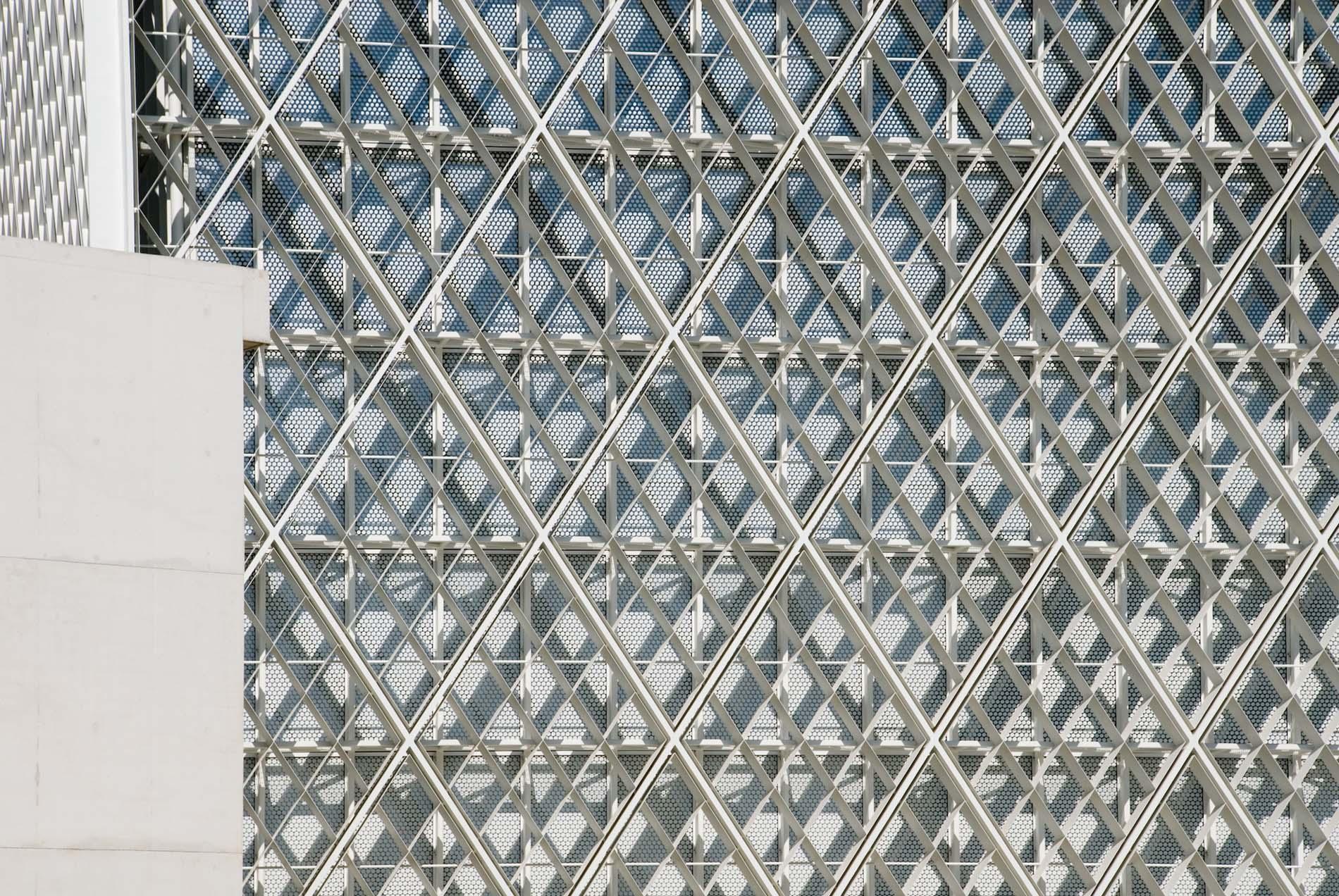 Symmetrisch. Das 1997 gegründete Büro bevk perović arhitekti zählt zu Sloweniens wichtigen Architekten. Das mehrfach prämierte Büro konzipierte das islamische Religions- und Kulturzentrum LJUBLANA. Es wird momentan fertiggestellt.