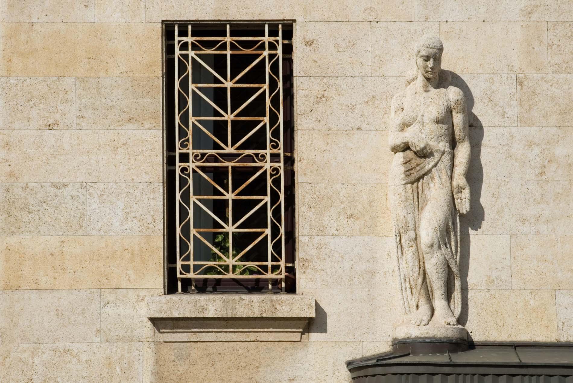 Vornehm. In der Cankarjeva Straße in der Nähe des Tivoli Park zwischen Oper und Nationalgalerie befindet sich das Center of Excellence in Finance (CEF). In diesem Quartier befinden sich zahlreiche repräsentative Pompbauten der Jahrhundertwendezeit vom 19. zum 20. Jahrhundert.