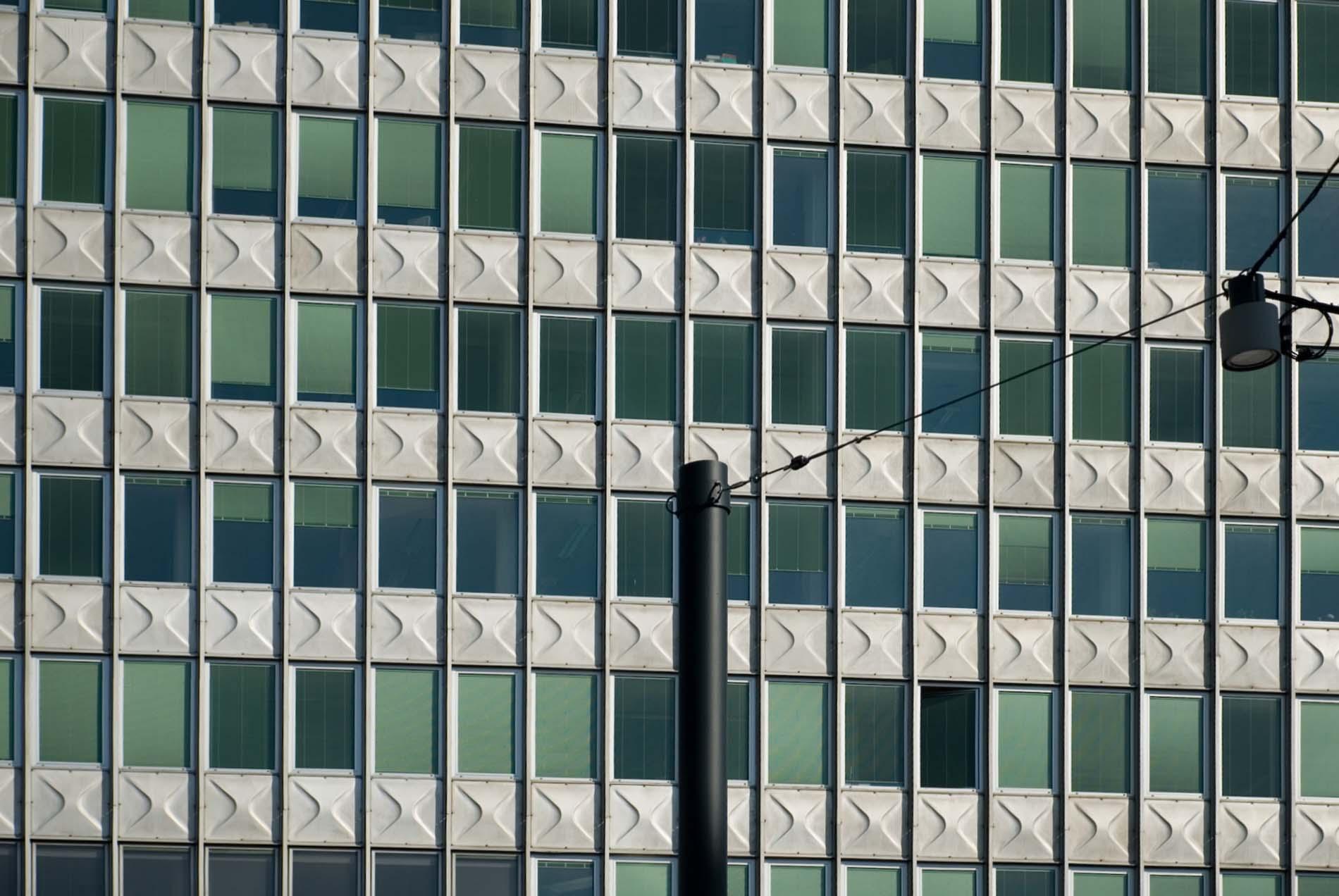 Fortschrittlich. Das von Edo Mihevc und Branko Kraševac entworfene und 1963 fertiggestellte Metalka Bürohochhaus hatte die Wolkenkratzer in New York zum Vorbild. Die Fassade aus vorgefertigten Aluminiumfassaden war damals ein Novum in der Architektur Sloweniens.