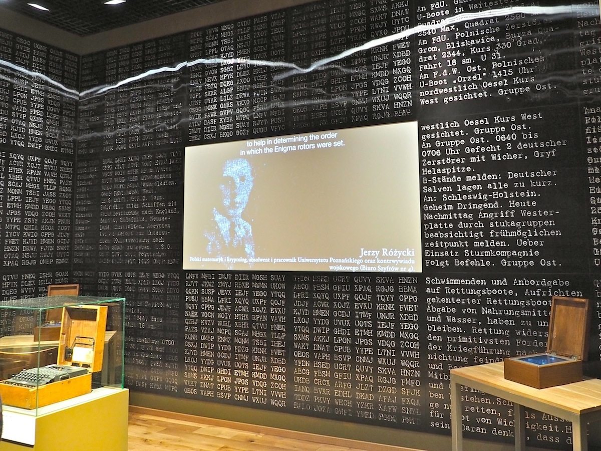 Polnische Alliierte.  Polnische Piloten zeichneten sich bei der Luftschlacht über England aus, polnische Soldaten kämpften an der Westfront und polnische Mathematiker halfen beim Knacken der Codes von Enigma, der Maschine, mit der die deutschen Militärs ihre Nachrichten verschlüsselten.