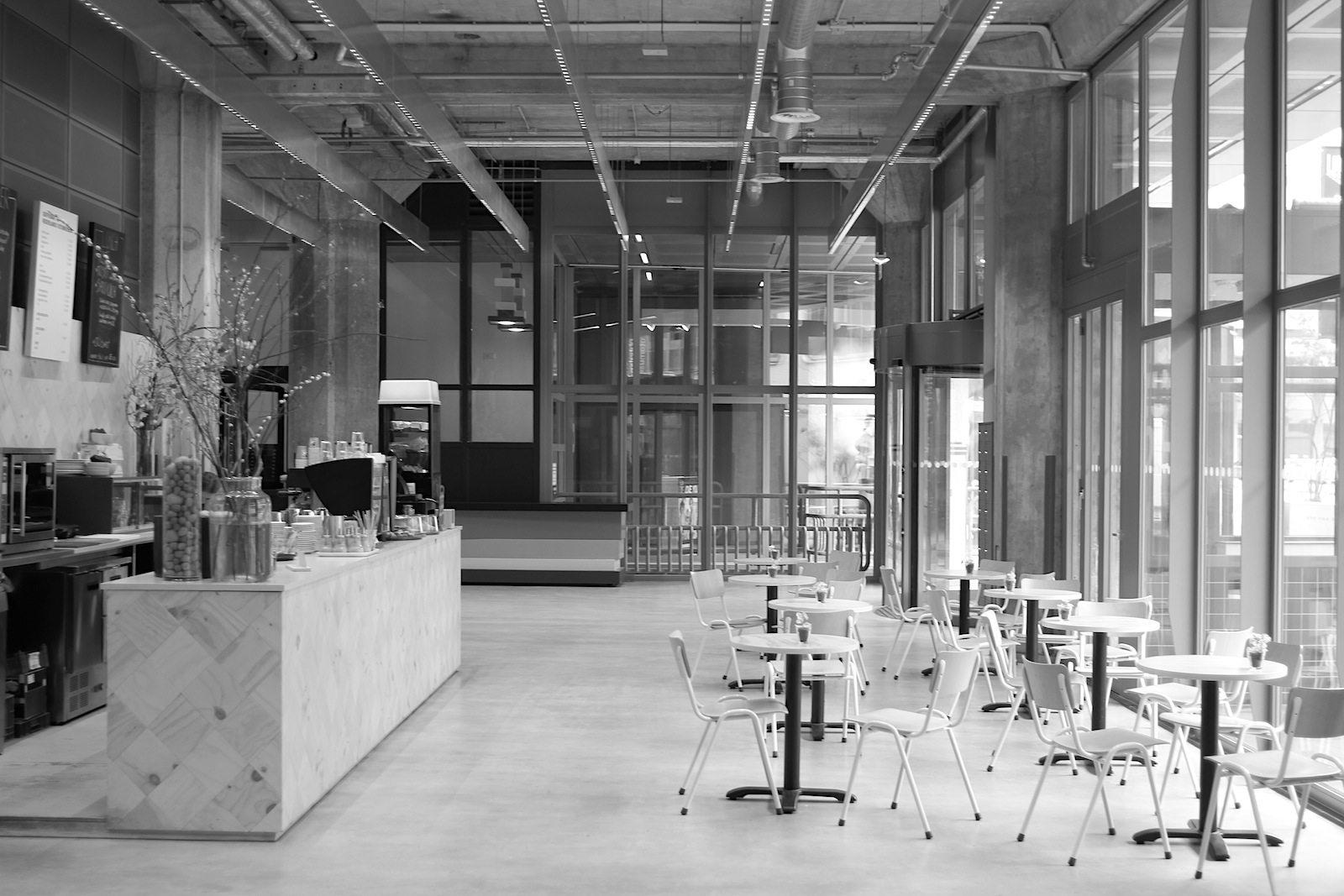 Nederlands Fotomuseum. Benthem Crouwel erschafft seit über drei Jahrzehnten innovativ-effiziente Architekturen. Zu ihren Werken zählen die Erweiterung des Anne Frank Haus, das Bergbau-Museum und der Ziggo Dome.