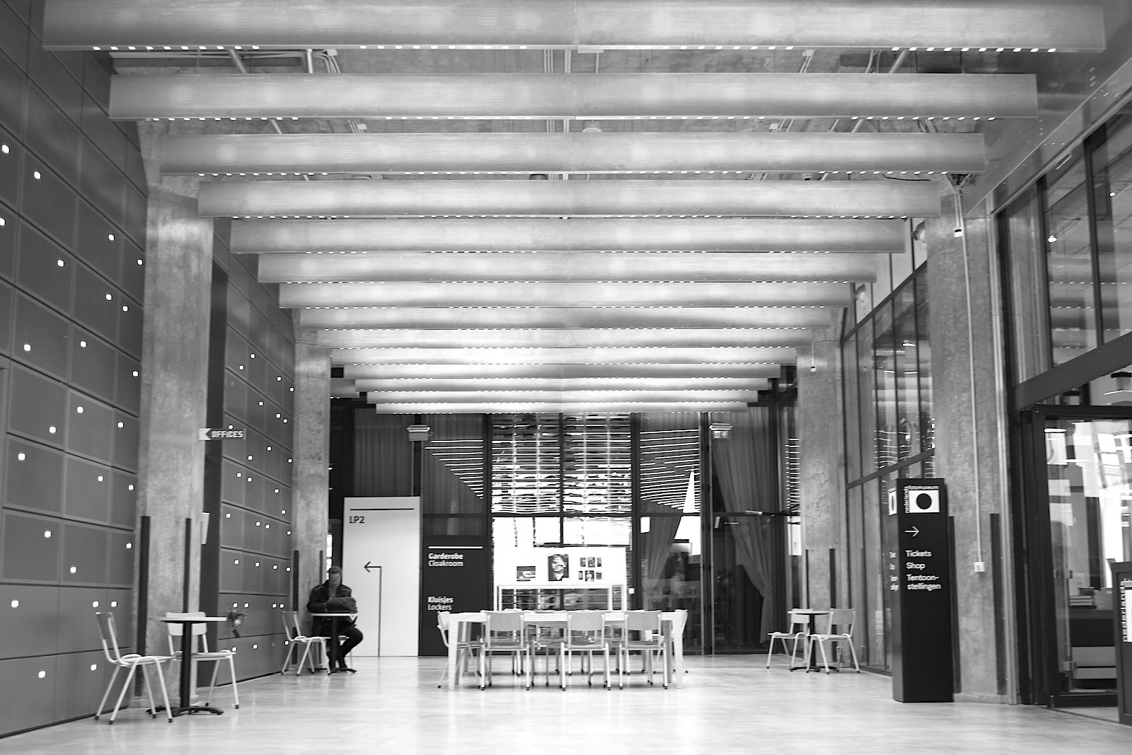 Nederlands Fotomuseum. Das ehemalige Lagerhaus wurde vom niederländischen Architekturbüro Benthem Crouwel saniert und umgebaut.