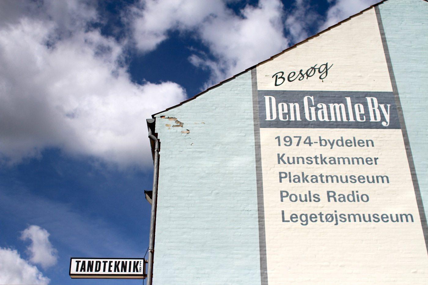 """Den Gamle By. Die Stadt in der Stadt: Den Gamle By (""""die alte Stadt"""") vereint Häuser und Bauwerke der vergangenen 500 Jahre."""