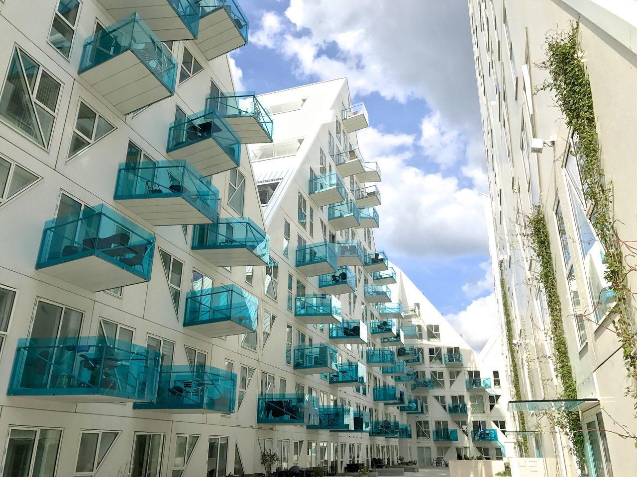 """Der Eisberg. Der """"Eisberg"""" oder auch """"Isbjerget"""" bildete den ersten Baustein des neu gestalteten Hafenviertels. Gesamtwohnfläche: 25.000 Quadratmeter."""
