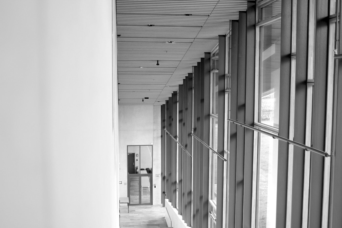 Moesgaard Museum. Der Eingangsbereich mit Blick auf den unteren Garderobenteil des Foyers.
