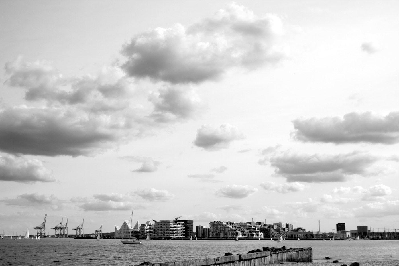 Himmel über Aarhus.  Der Blick vom Den Permanente-Strand etwa 10 Minuten mit dem Fahrrad vom Nordhavnen entfernt, dem Jachthafen im neuen Quartier.