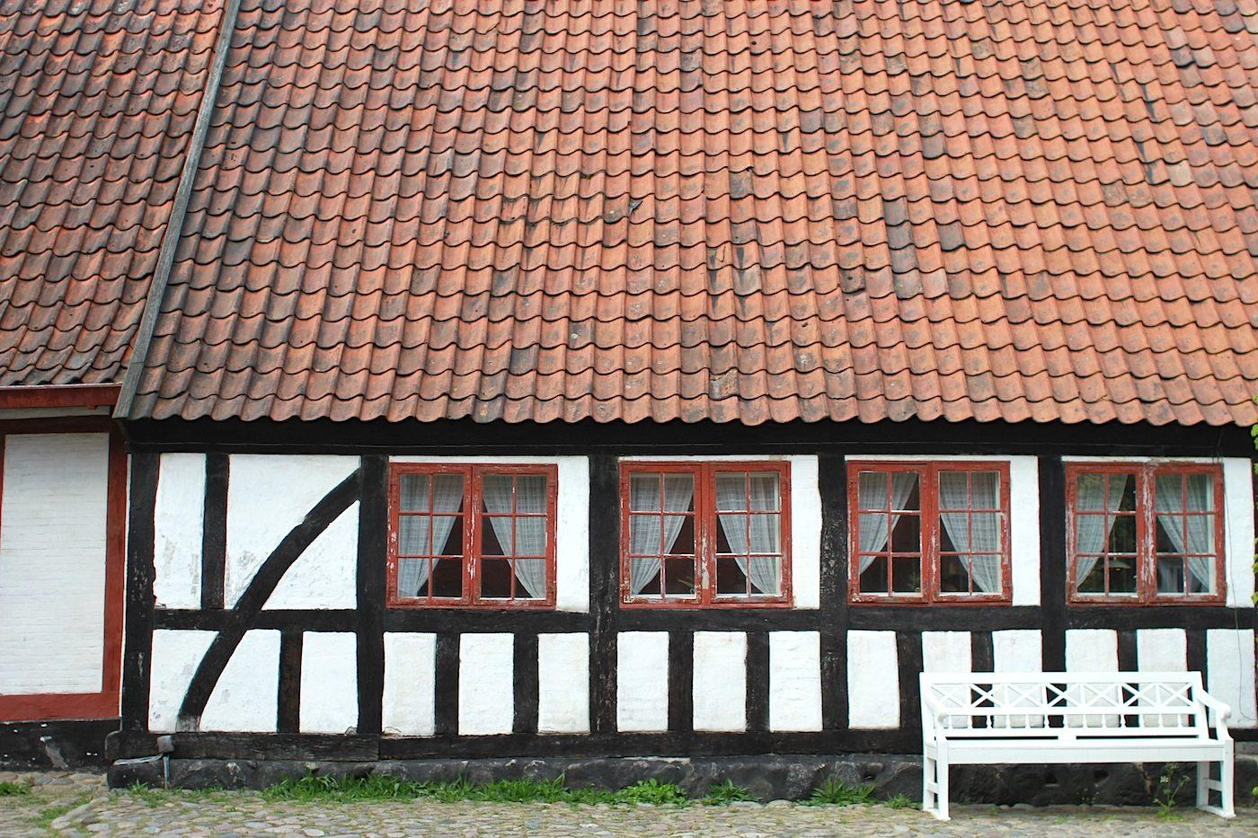Den Gamle By. Das Kleinstadt-Museum ist in verschiedene Stadtteile und Epochen unterteilt: von