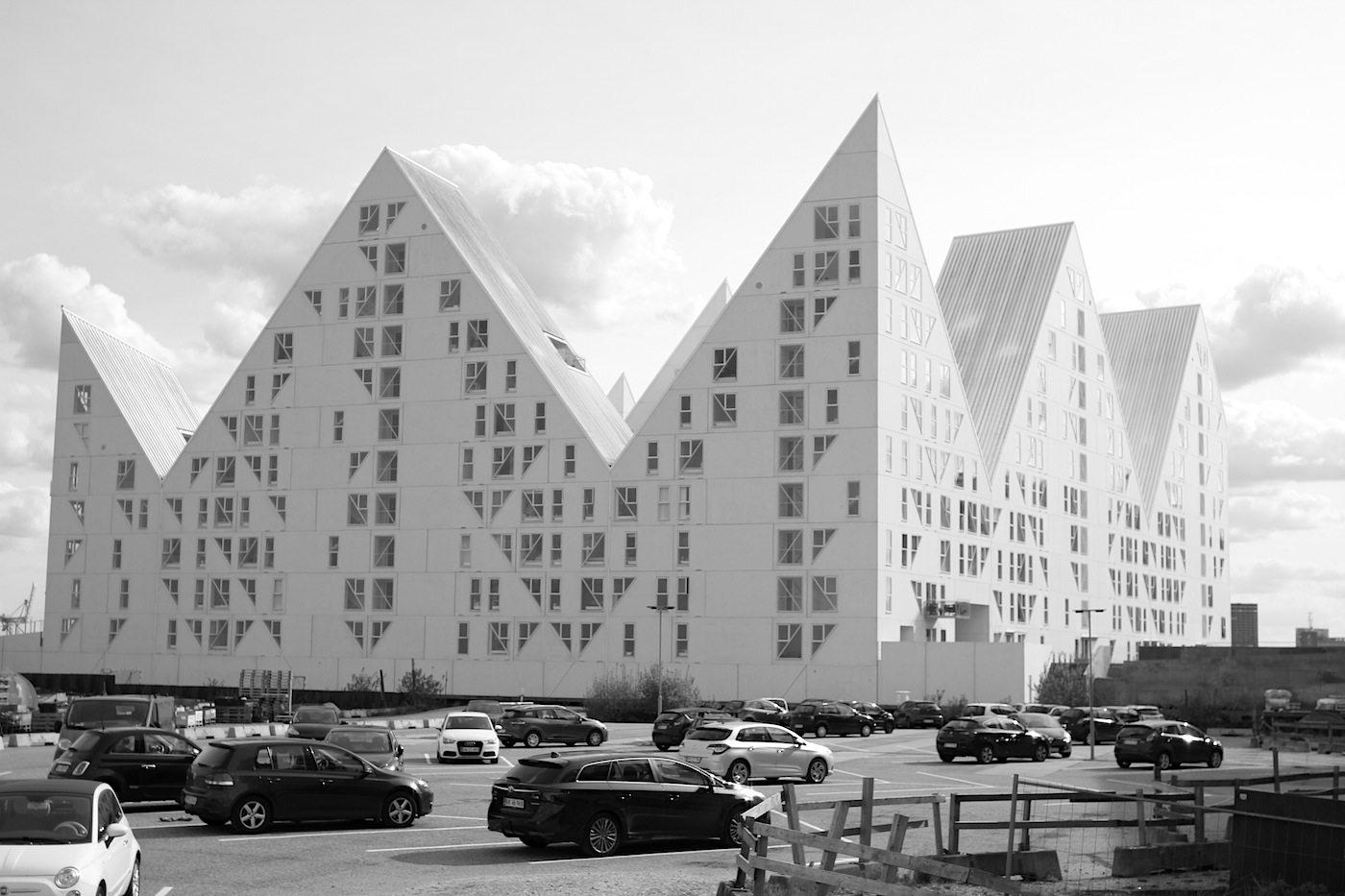 Der Eisberg.  wurde von den vier Architekturbüros Julien de Smedt JDS (Kopenhagen), Louis Paillard (Paris),  SeArch (Amsterdam) und CEBRA (Aarhus) entworfen.