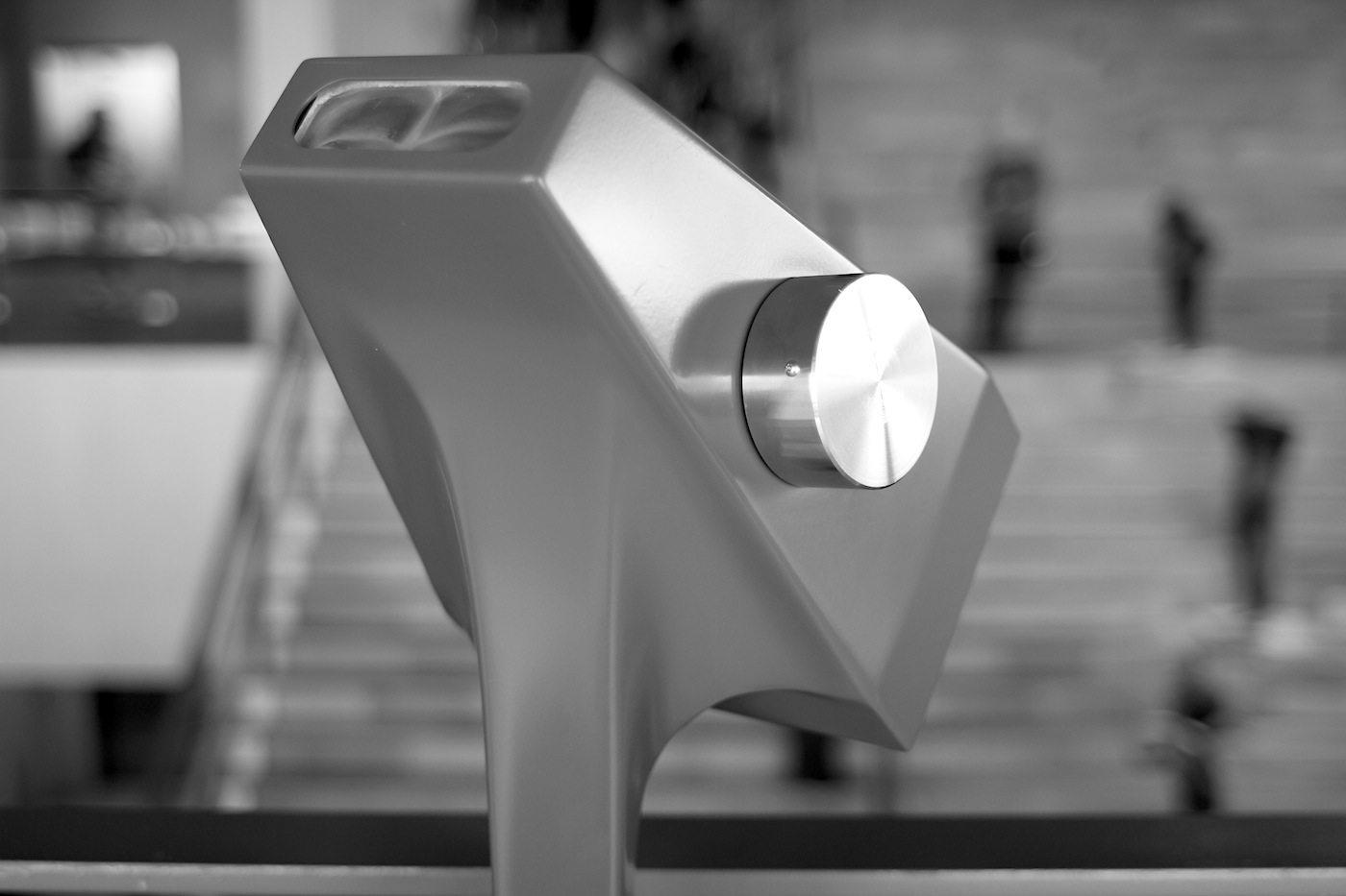 Moesgaard Museum. Vom Foyer können die Figuren mit einem digitalen Diorama durch mediale Ferngläser betrachtet werden.