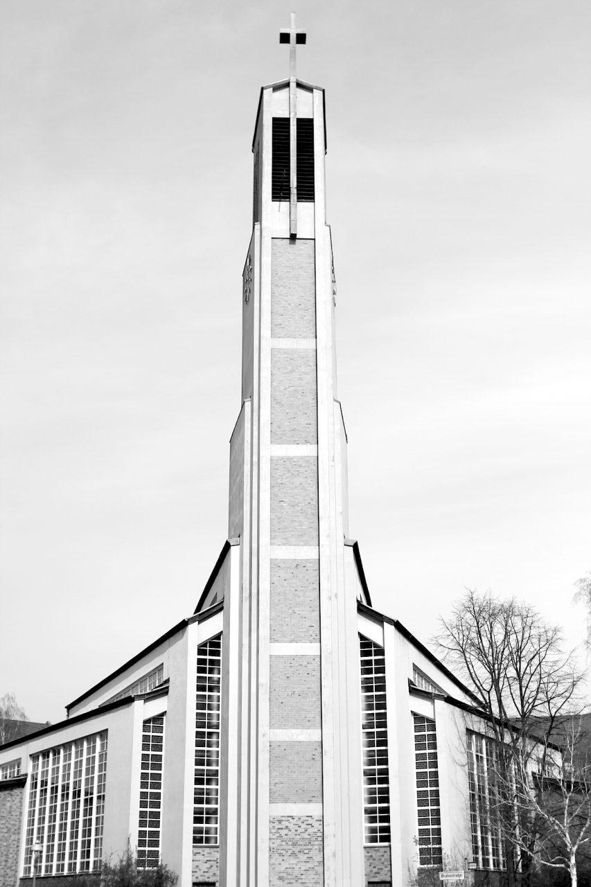 Gustav-Adolf-Kirche, Otto Bartning, 1934.  Entwurf 1929, Fertigstellung 1934. Sie gilt als wegweisender Bau der Klassischen Moderne ...