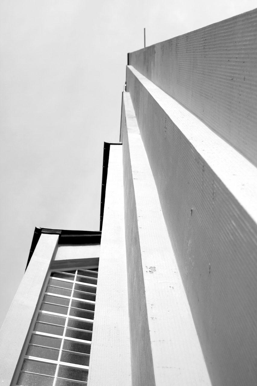 Gustav-Adolf-Kirche, Otto Bartning, 1934.  ... und verbindet Neue Sachlichkeit mit Expressionismus, oft als die bedeutendste Bartningkirche bezeichnet.