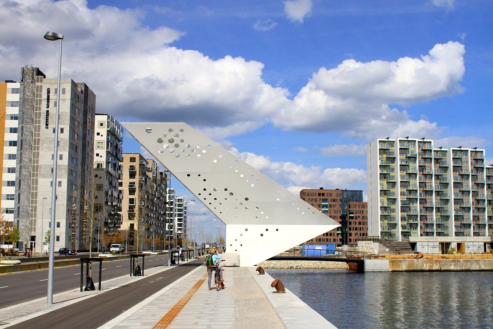 The Salling Tower.  von Dorte Mandrup Arkitekter. Das Büro wurde von Dorte Mandrup-Poulsen 1999 gegründet und hat seinen Sitz in Kopenhagen. Sie hat Architektur an der Aarhus School of Architecture studiert und hat einige Jahre bei Henning Larsen Architects gearbeitet. Die Architektur des Büros zeichnet sich auch durch ein skulpturales Zusammenspiel von Formen und Materialien aus.