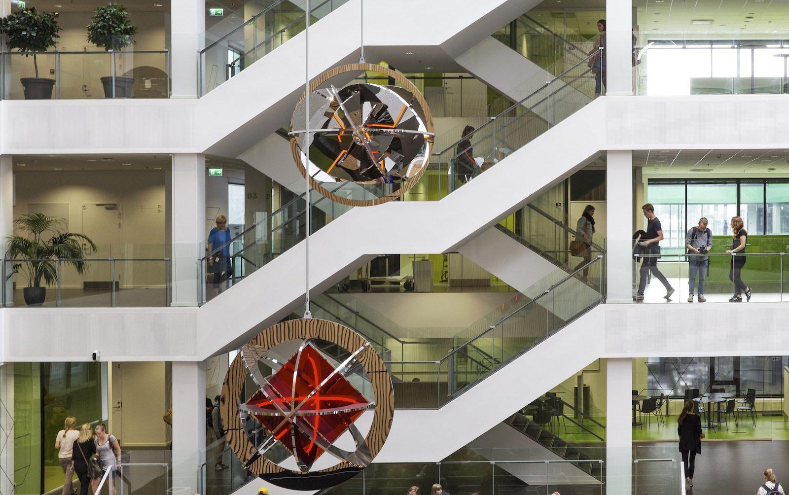 VIA University College Aarhus. ... bringt die verschiedenen Bereiche in vertikaler und horizontaler Weise zusammen.
