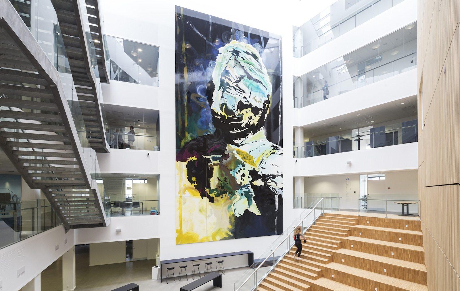 VIA University College Aarhus. ... fünf Häusern und Bereichen für insgesamt 5.500 Studierende und 430 Angestellte.