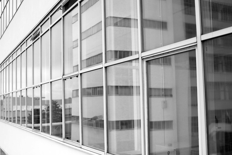 Feinheit.  Filigrane Fassaden aus Spiegelglas kamen beim Bau zum Einsatz.