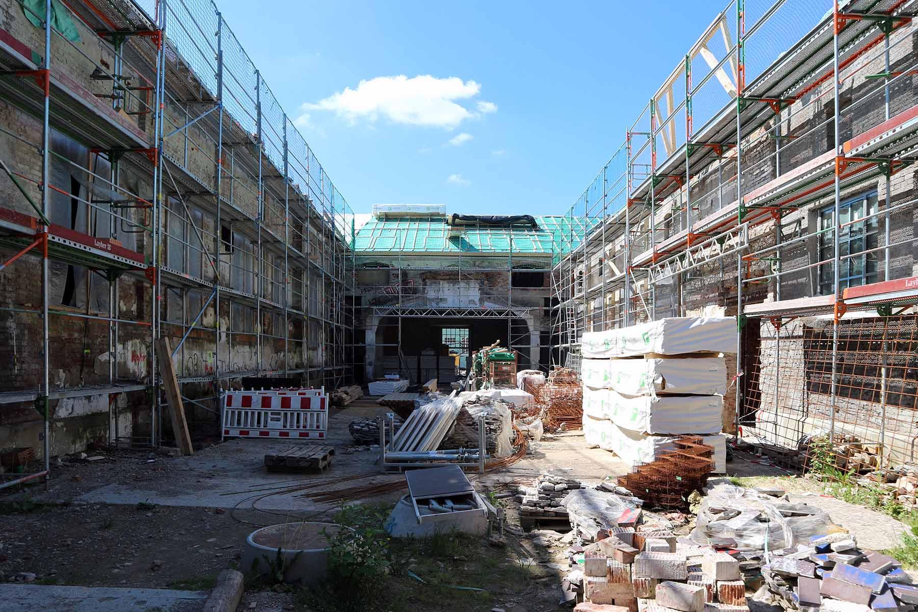 Marinaforum. Der allseitig umschlossene Hof des Forums soll zukünftiger Treffpunkt für Gäste des Hauses und die Bewohner des Quartiers werden.