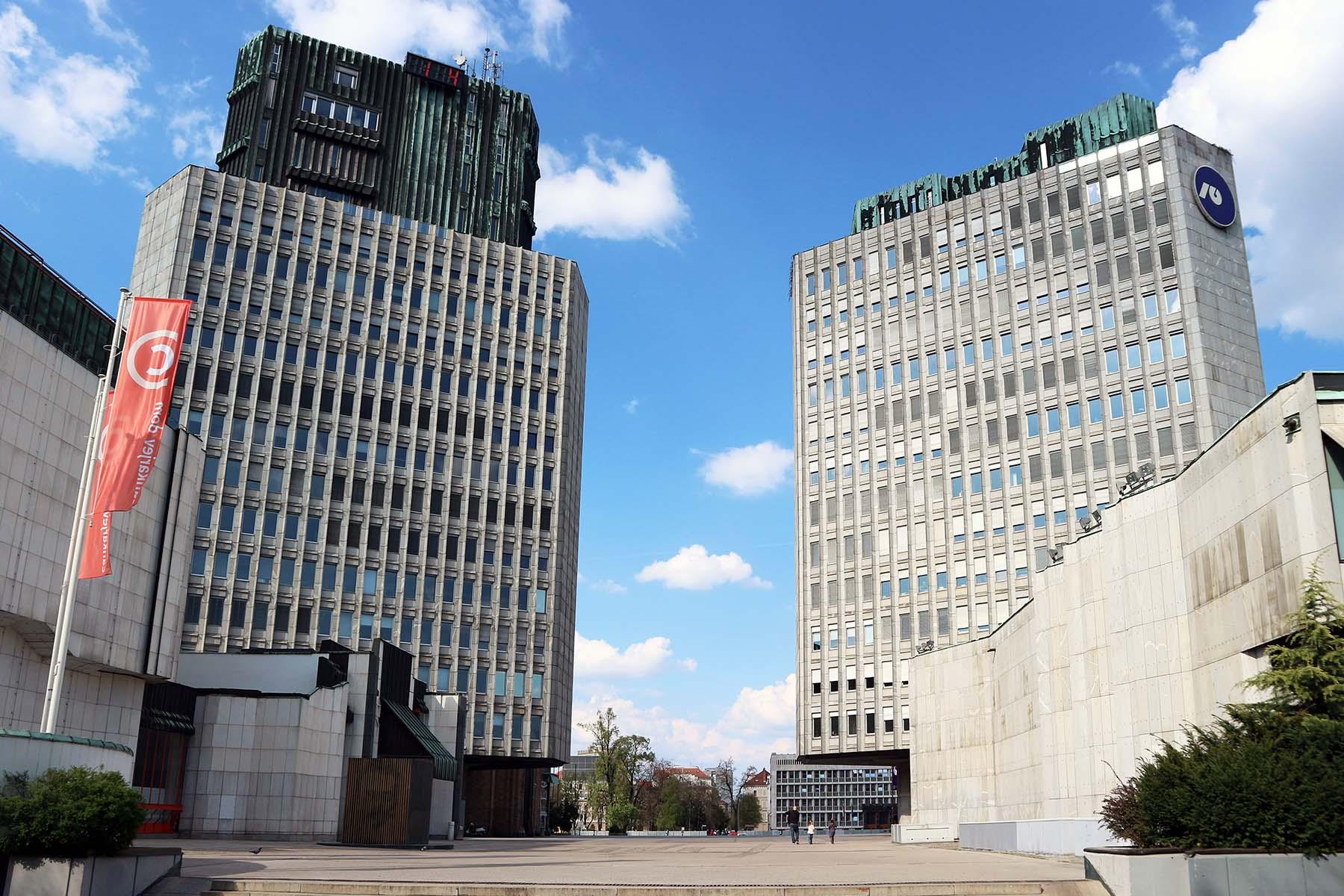 Platz der Republik.  Der Platz der Republik ist das Ergebnis von fast zwanzig Jahren Studium des städtischen Raums. Es bildet zusammen mit dem Parlamentsgebäude das politische Zentrum Sloweniens.