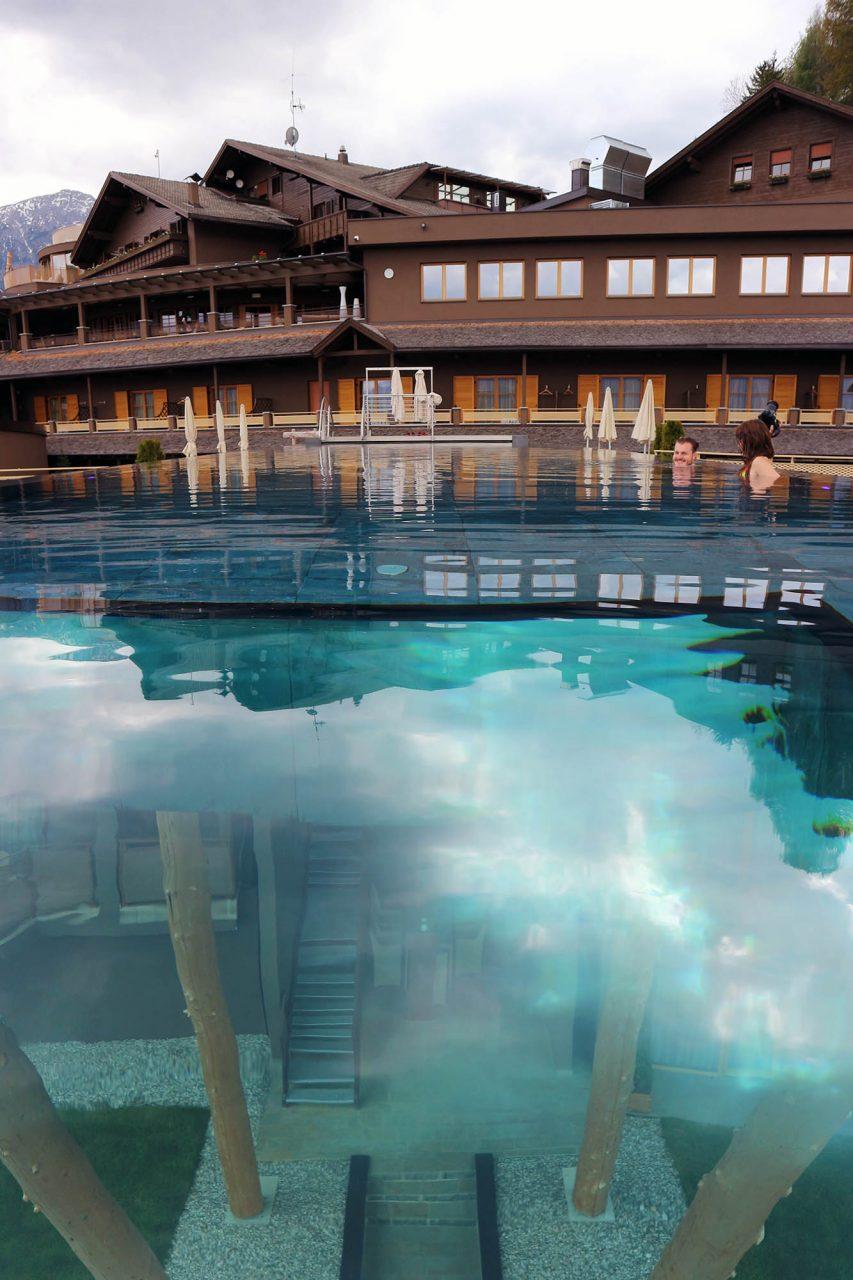 Hotel Hubertus. Hütten-Charme und Wellness-Oase.