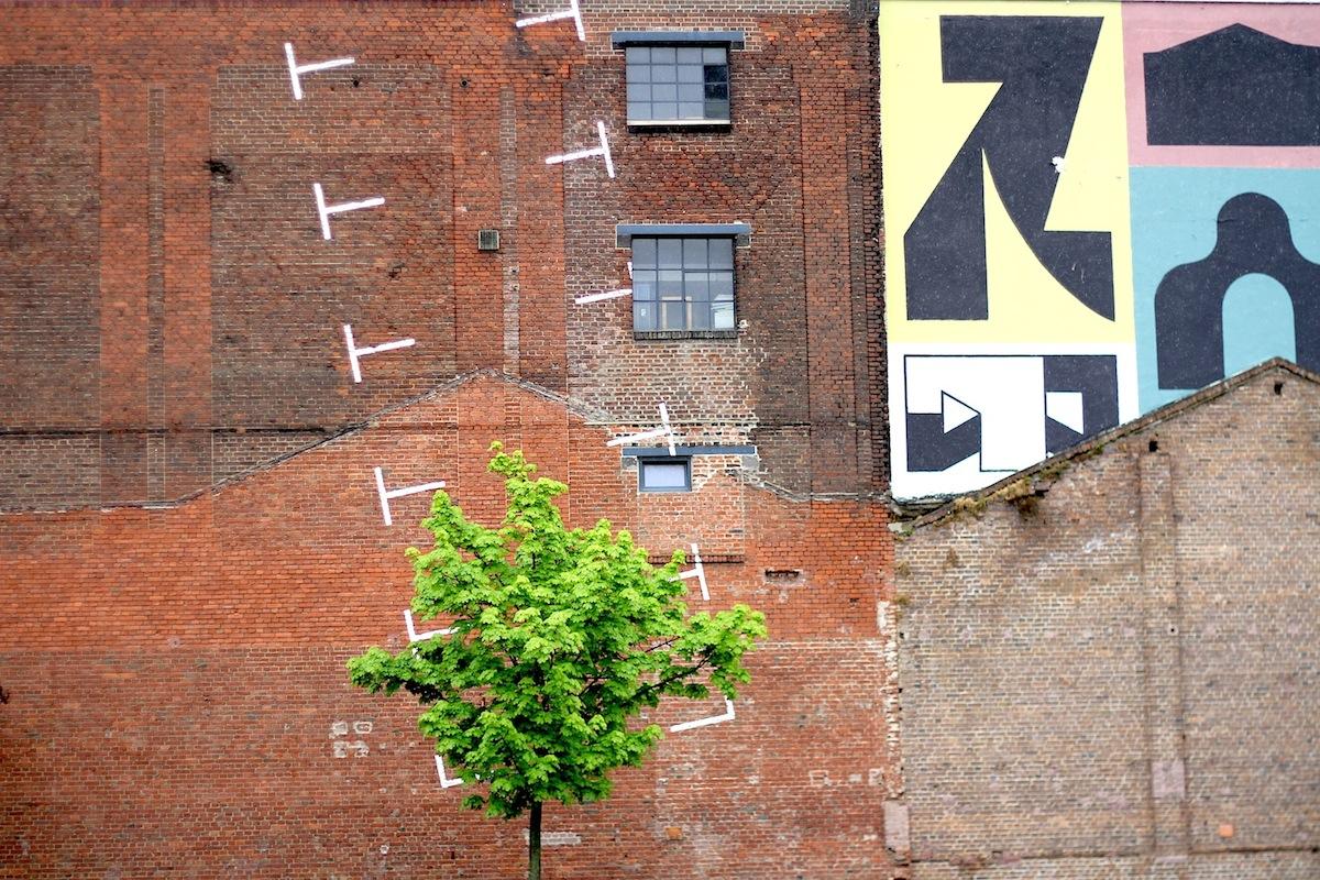 KunstWerk Köln e. V.. Hergestellt wurden zunächst Gummifäden, später nahtlose Gummiwaren wie Sauger, Operationshandschuhe, Badehauben und gummierte Stoffe, Armbänder und Scherzartikel.