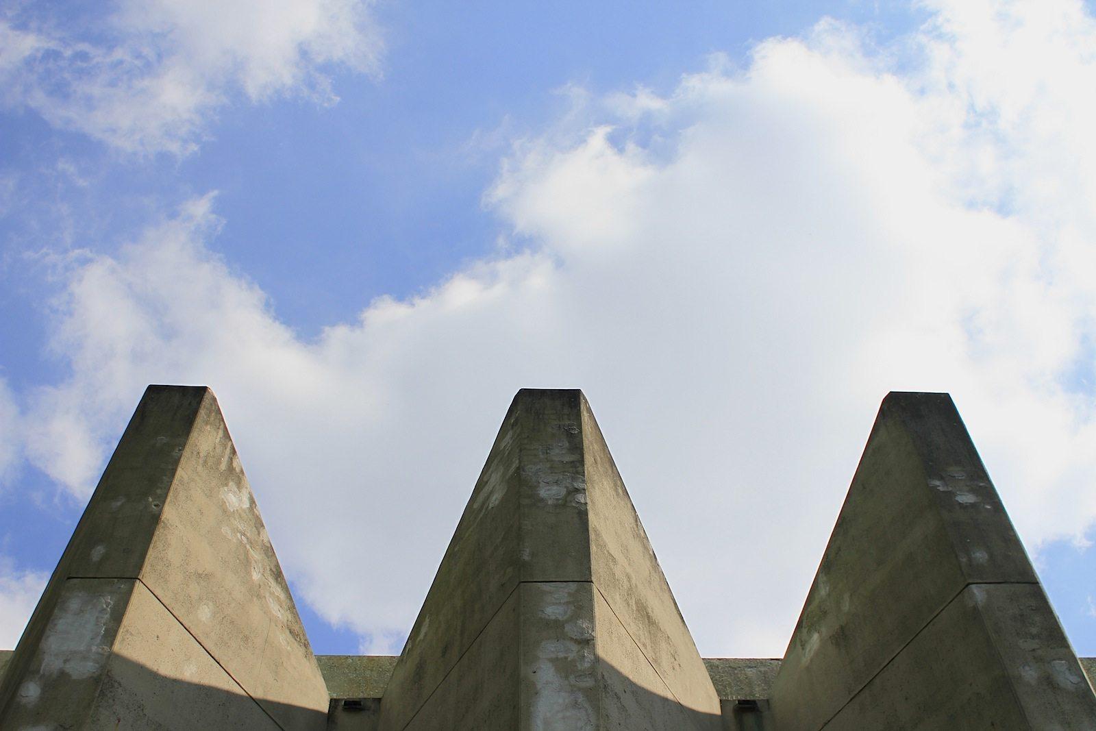 Rathaus Marl. Das Spannbeton-Faltwerkdach des Sitzungstrakts ist 60 Meter lang und 28 Meter breit.