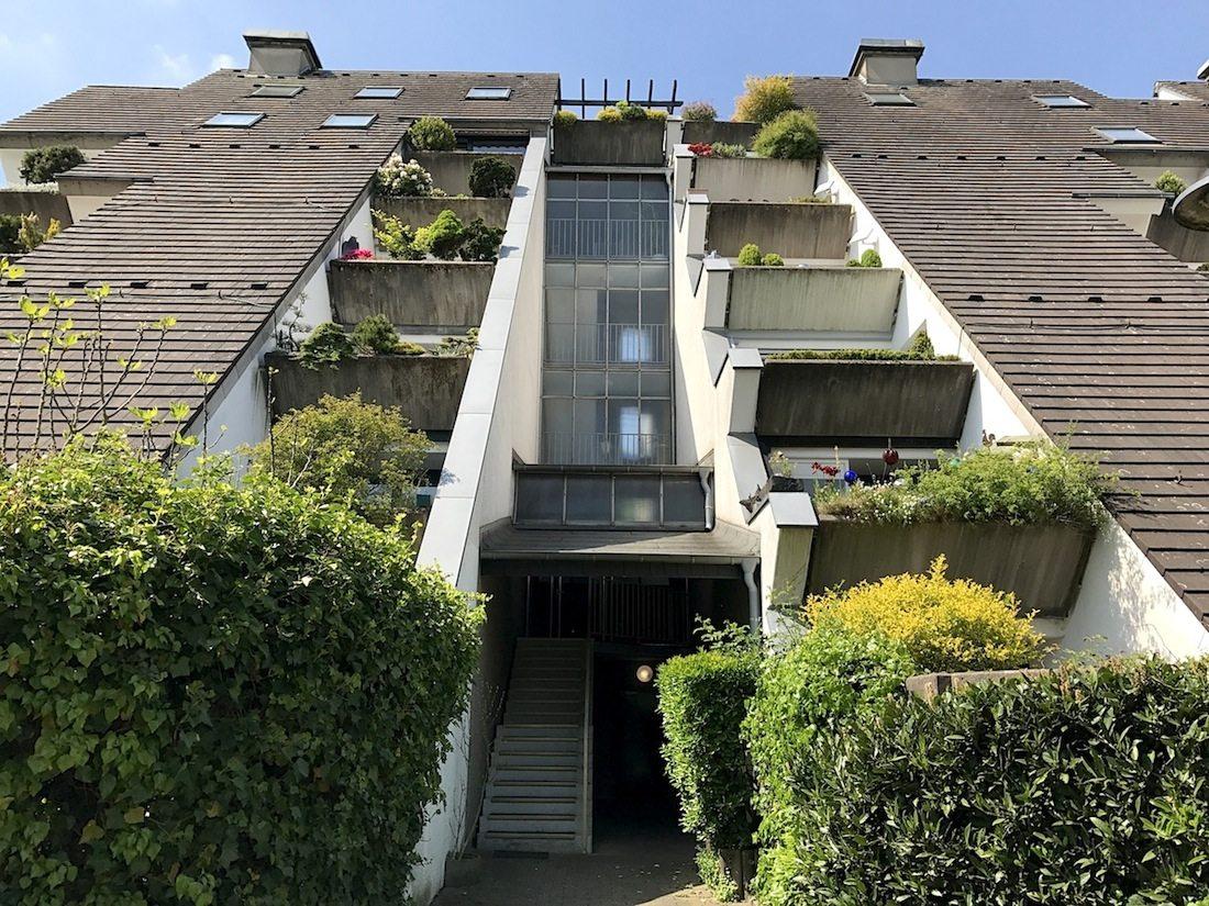 Wohnhügel. Das Erdgeschoss hat die größte Gebäudetiefe mit fast 42 Meter. Das dritte OG ist knapp 10 Meter tief.