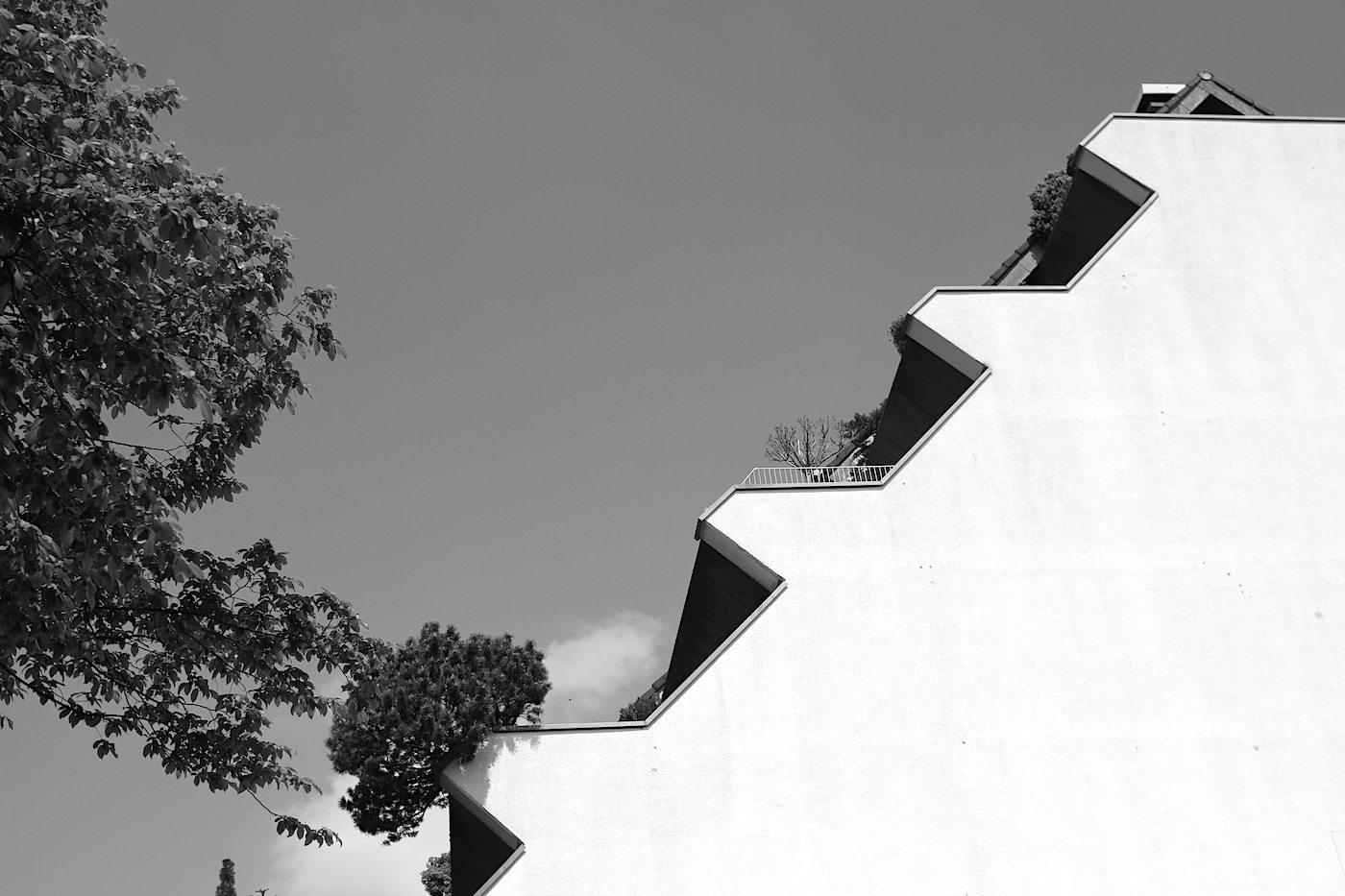 Wohnhügel. Der erste gebaute Wohnhügel der BRD war eine ungewöhnliche und mutige Weiterentwicklung einer Wohnform. Symbolisch für Marls Architektur-Utopien.