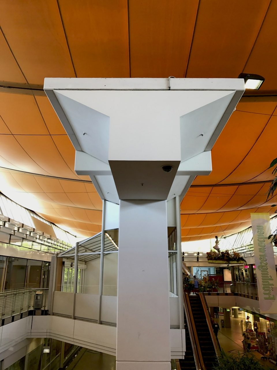 Marler Stern.  In the following years, the Marler Stern shopping mall with Europe's largest air cushion roof, the Karstadt department store, the buildings of the insel-VHS, the Riegelhaus, the car park, and the central bus station above Bergstrasse were constructed.