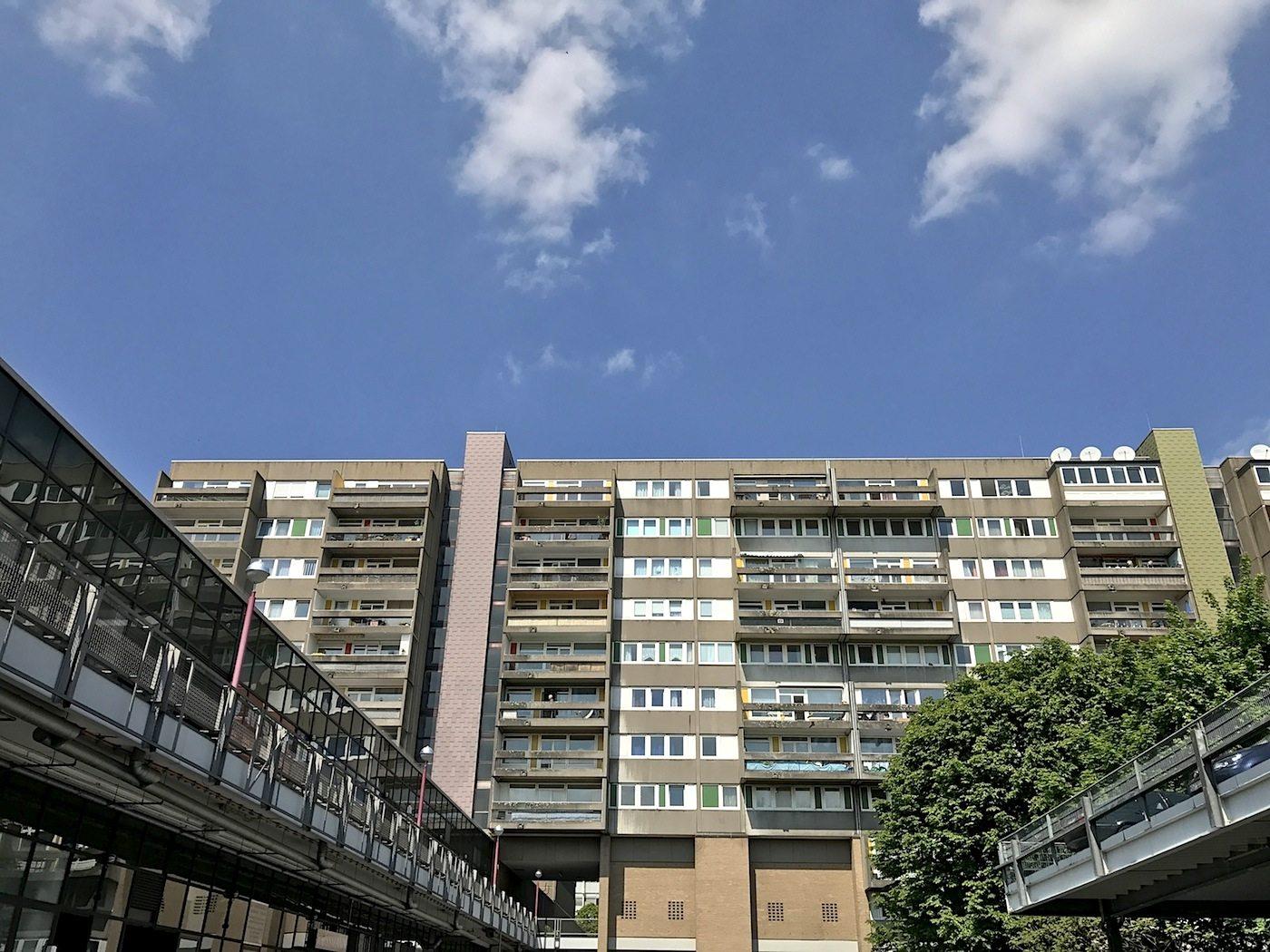 Wohnen Ost und Wohnen West. ... Le Corbusiers Unité d'Habitation.