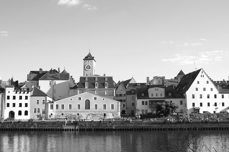 Welterbe. Die urbanen Strukturen von Regenburg spiegeln fast 2000 Jahre bauliche Kontinuität wider. Das Erbe umfasst römische, romanische und gotische Elemente ...