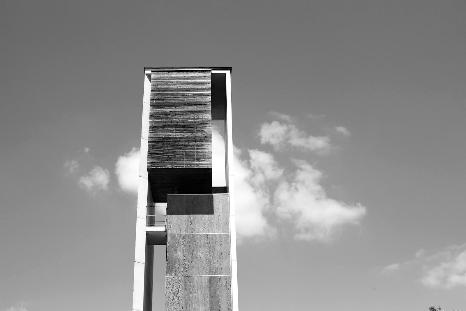 Fernsicht.  Der Turm, ebenfalls von Königs Architekten geplant.