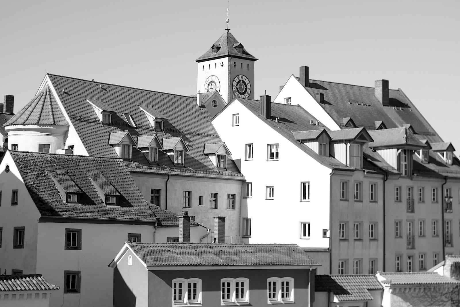 Kennzeichen. vieler Dächer in der Altstadt sind die Schleppgauben.