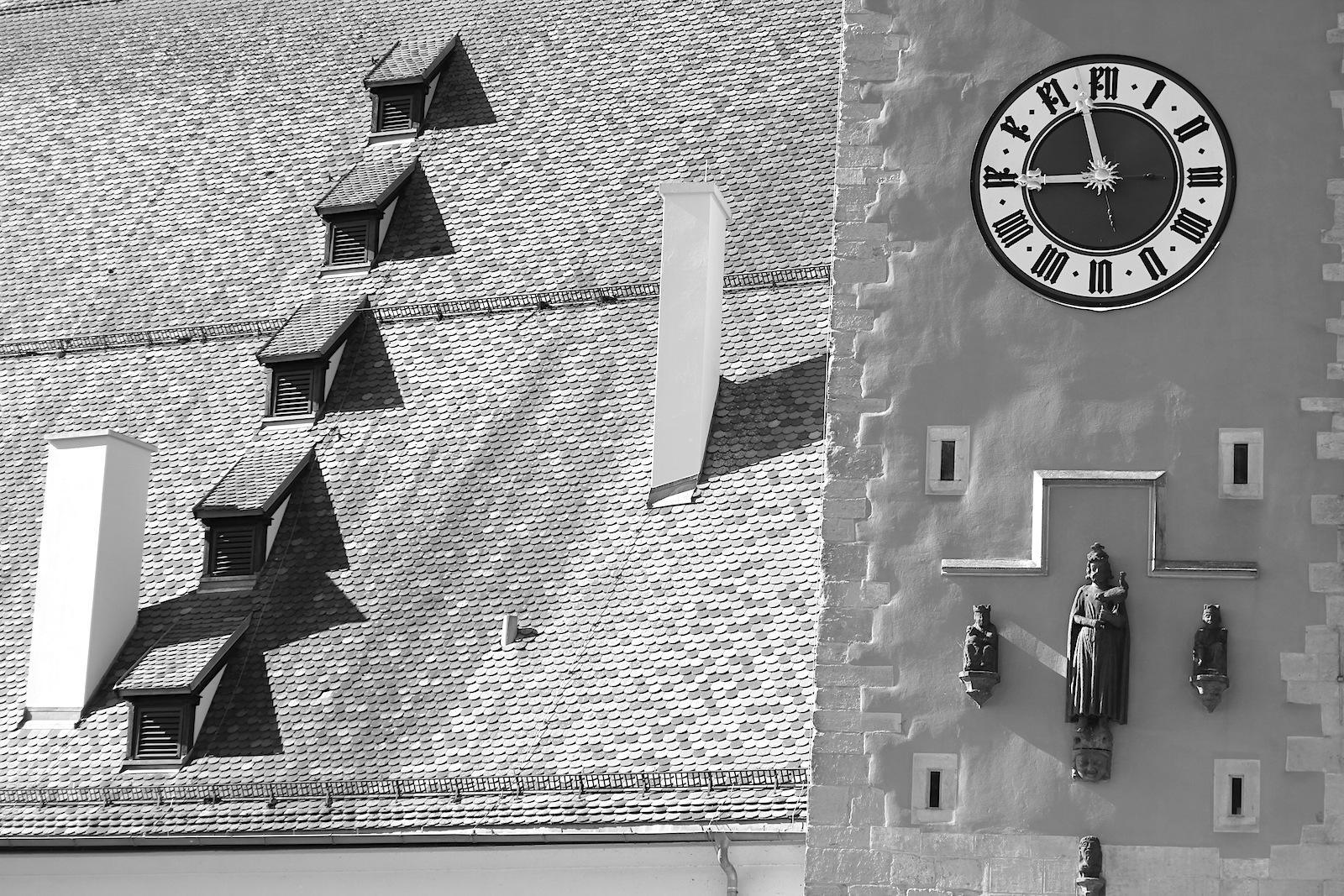 Salz.  Der Salzstadel mit dem abgewalmten Satteldach und fünf Speichergeschossen aus dem 17. Jahrhundert.  1991 wurde der Stadel von Grund auf saniert.