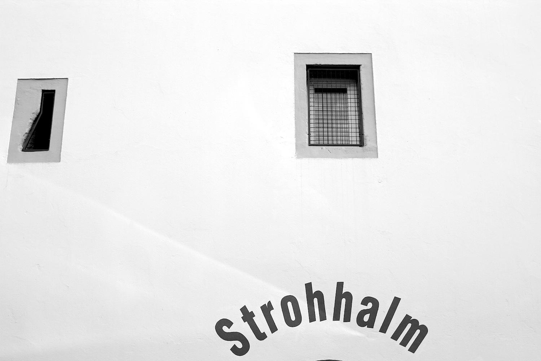 """Gleichgewicht.  ... 'Wenn alle schreien, hört man nämlich keinen mehr.'"""" – aus dem Gestaltungshandbuch Altstadt der Stadt Regensburg."""