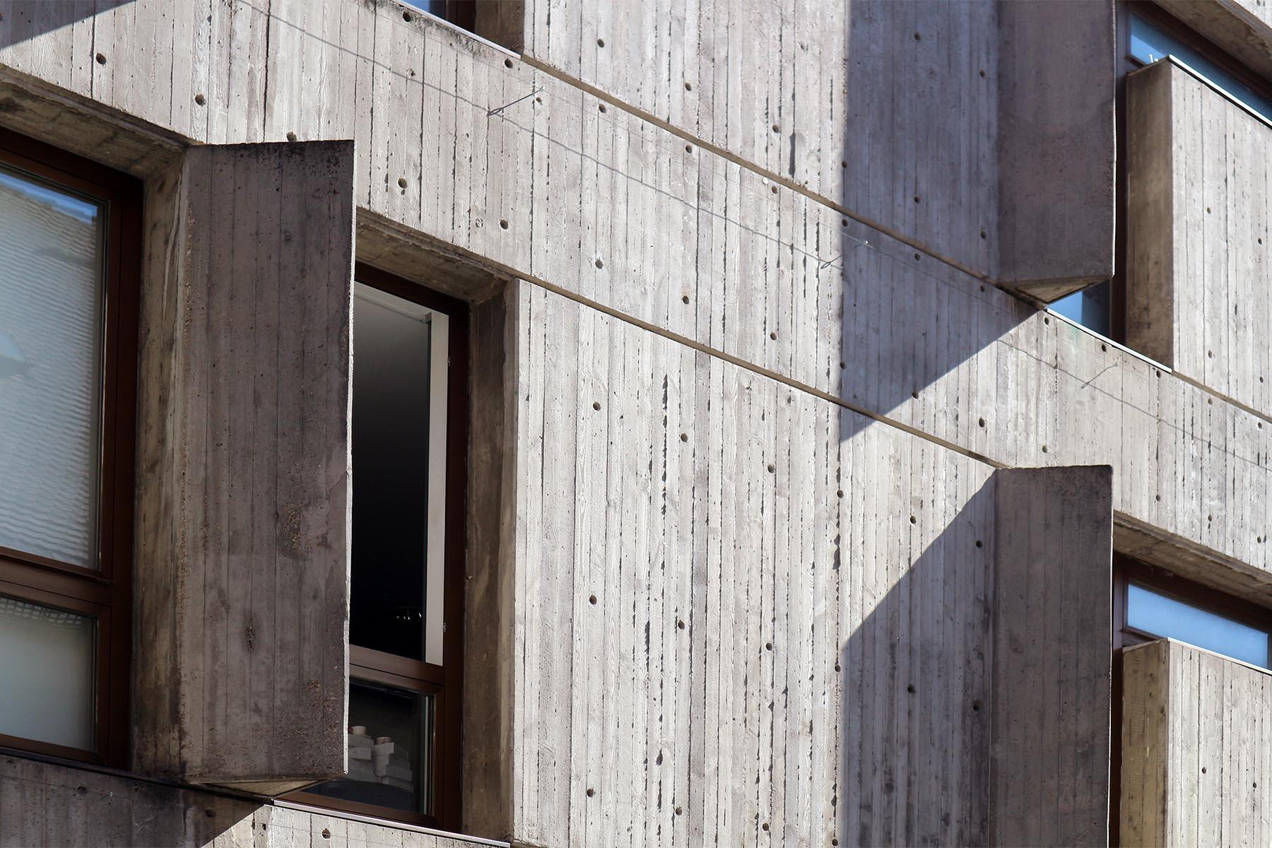 Kontext.  Architektur im Zusammenhang mit der jeweiligen Zeit verstehen. Entworfen vom Architekten Karl Schmid.