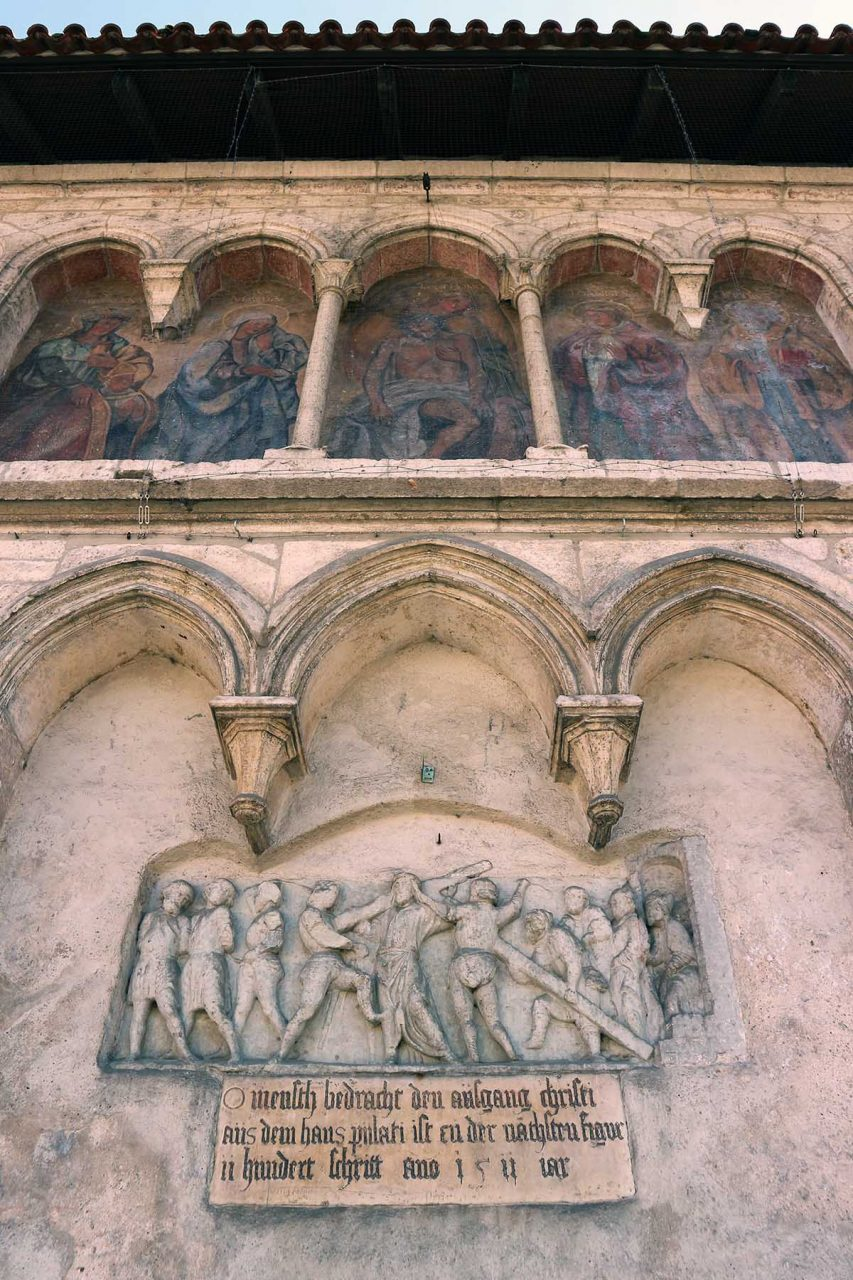 Umwandlung.  Seit 1812 ist das ehemalige Reichsstift und Benedektinerkloster St. Emmeram im Besitz des Fürstenhauses Thurn und Taxis.