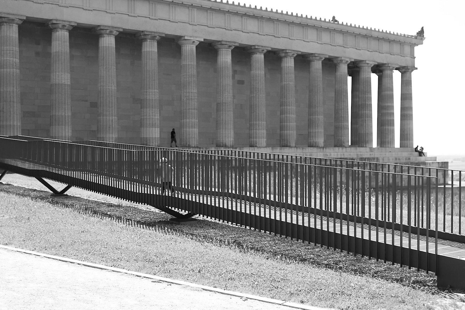 Sanierungsfall. ... der umfangreichen Sanierungsarbeiten an dem Tempel eröffnet. Das Bauwerk war in vielen Bereichen beschädigt, was statische Ursachen hatte oder auf Witterungseinflüsse zurückzuführen war. Die umfangreichen Instandsetzungsmaßnahmen kosteten ...