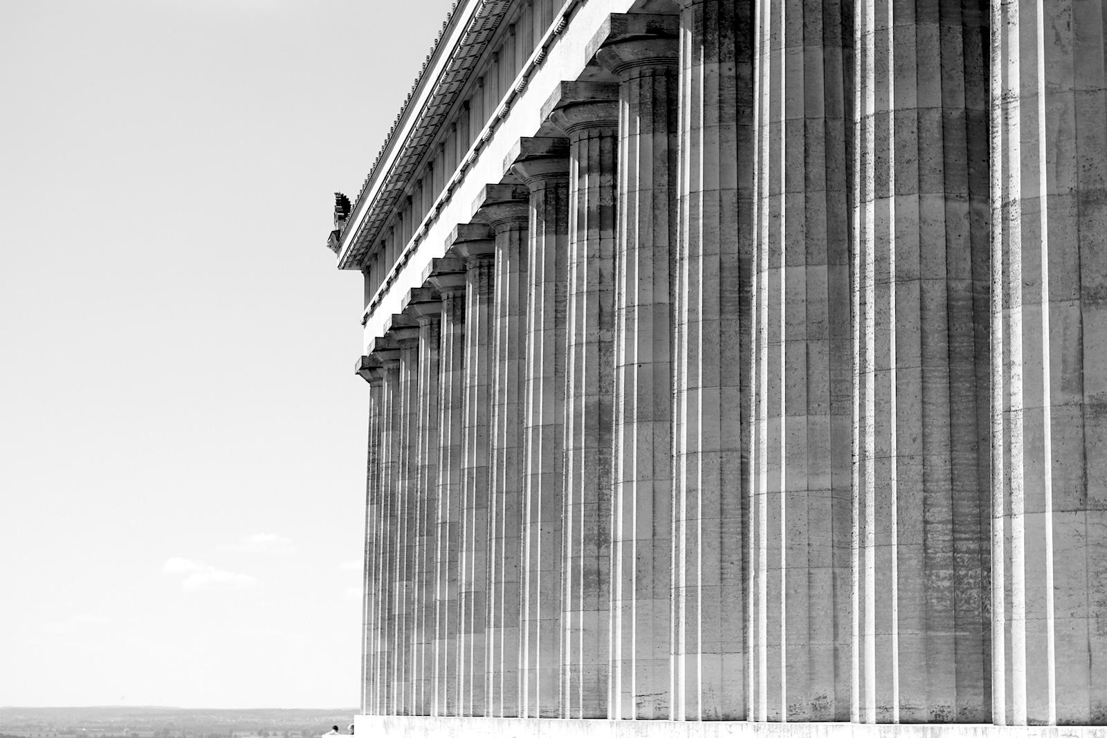 Verbindung. Sie wird als gelungene Synthese zwischen den Gestaltungsformen der Antike und dem Stand der Bautechnik des 19. Jahrhunderts angesehen.