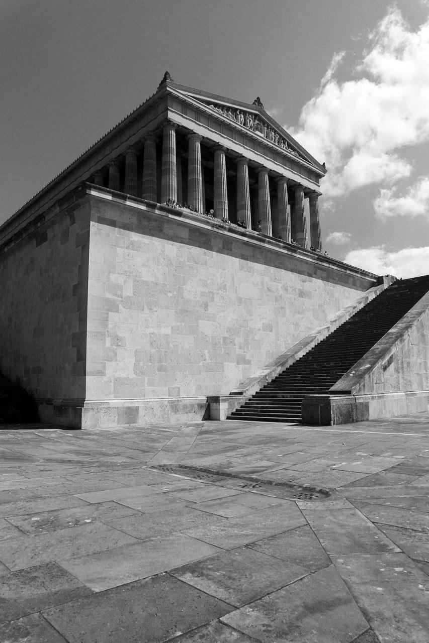 Wiederentdeckung.  Die Architektur ist nach dem Vorbild des Parthenon in Athen konzipiert.