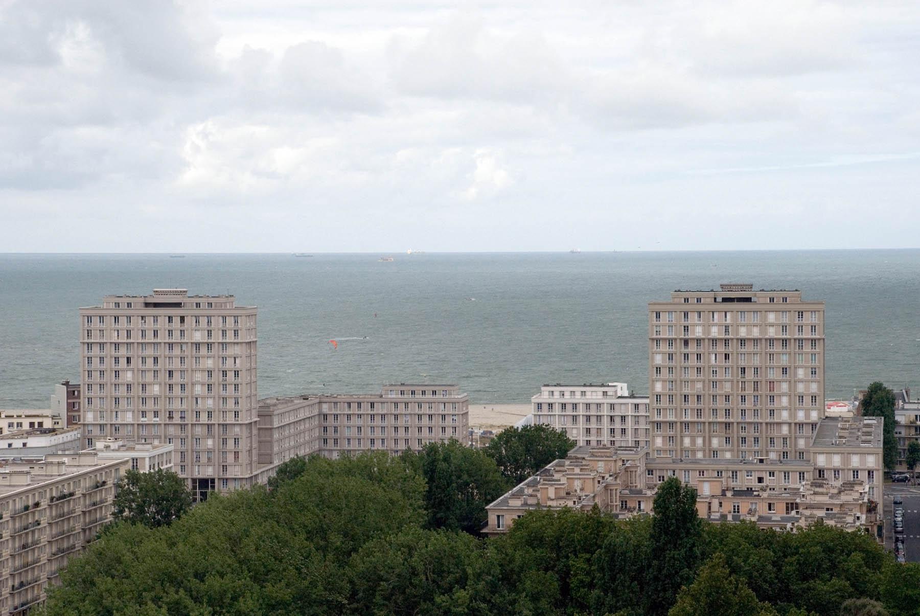 Das monumentale Dreieck. Perspektivisch eindrucksvoll rahmt die Porte Océane den Blick auf den Atlantik und ...