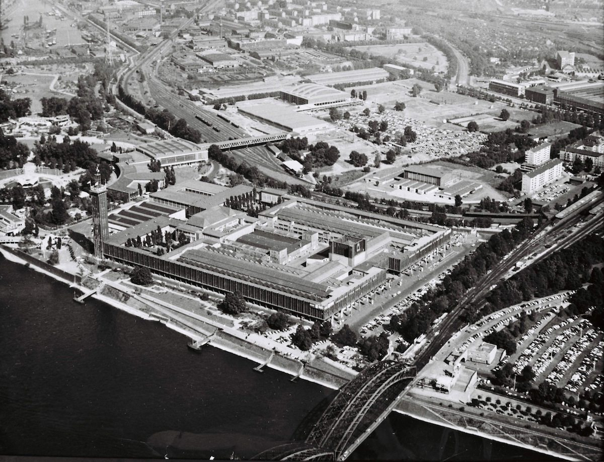 1960.  Aerial view of the exhibition grounds with hall 10 and indoor arena.