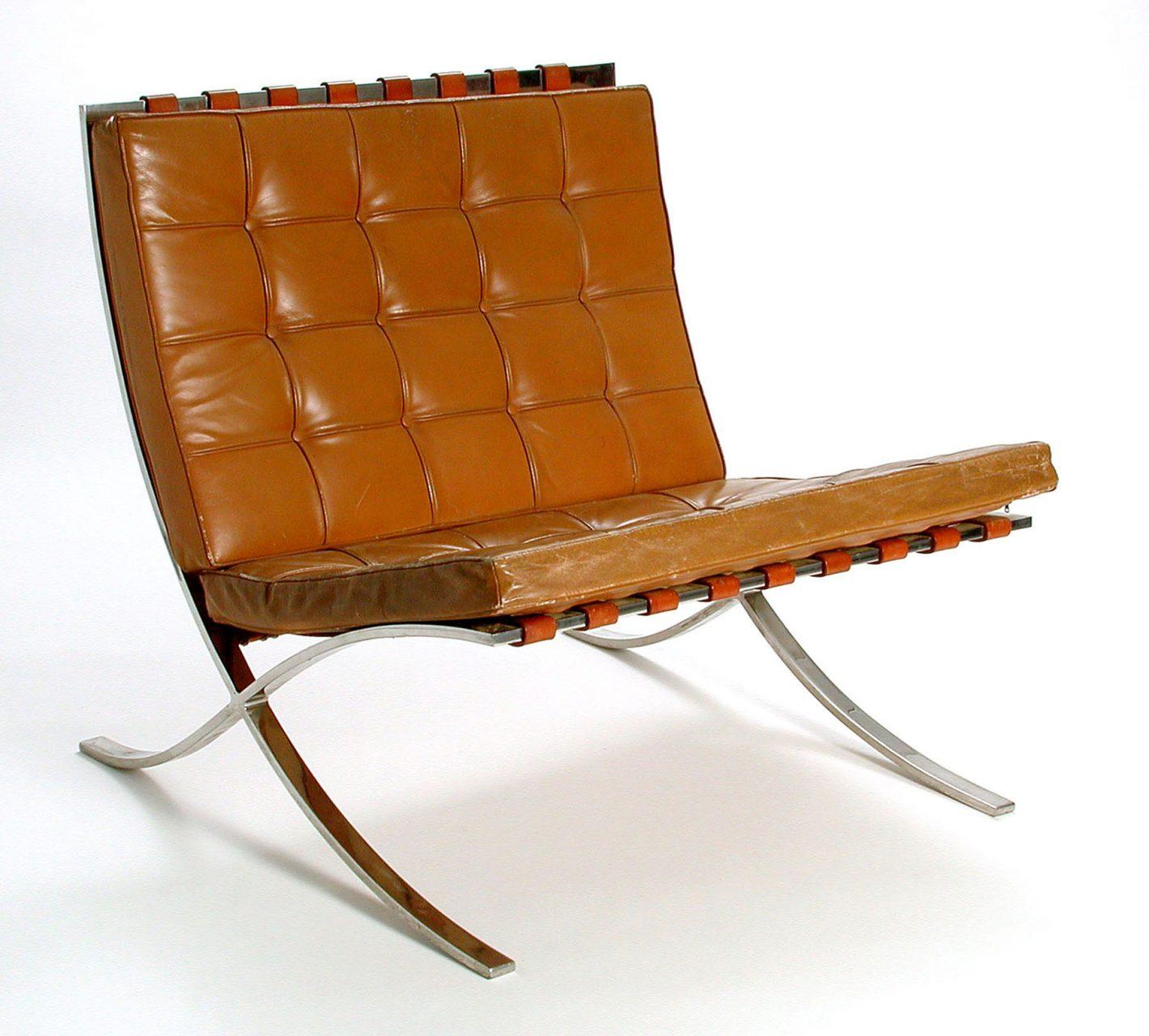 Ludwig Mies van der Rohe.  Barcelona Chair, 1929, Beispiel um 1960.