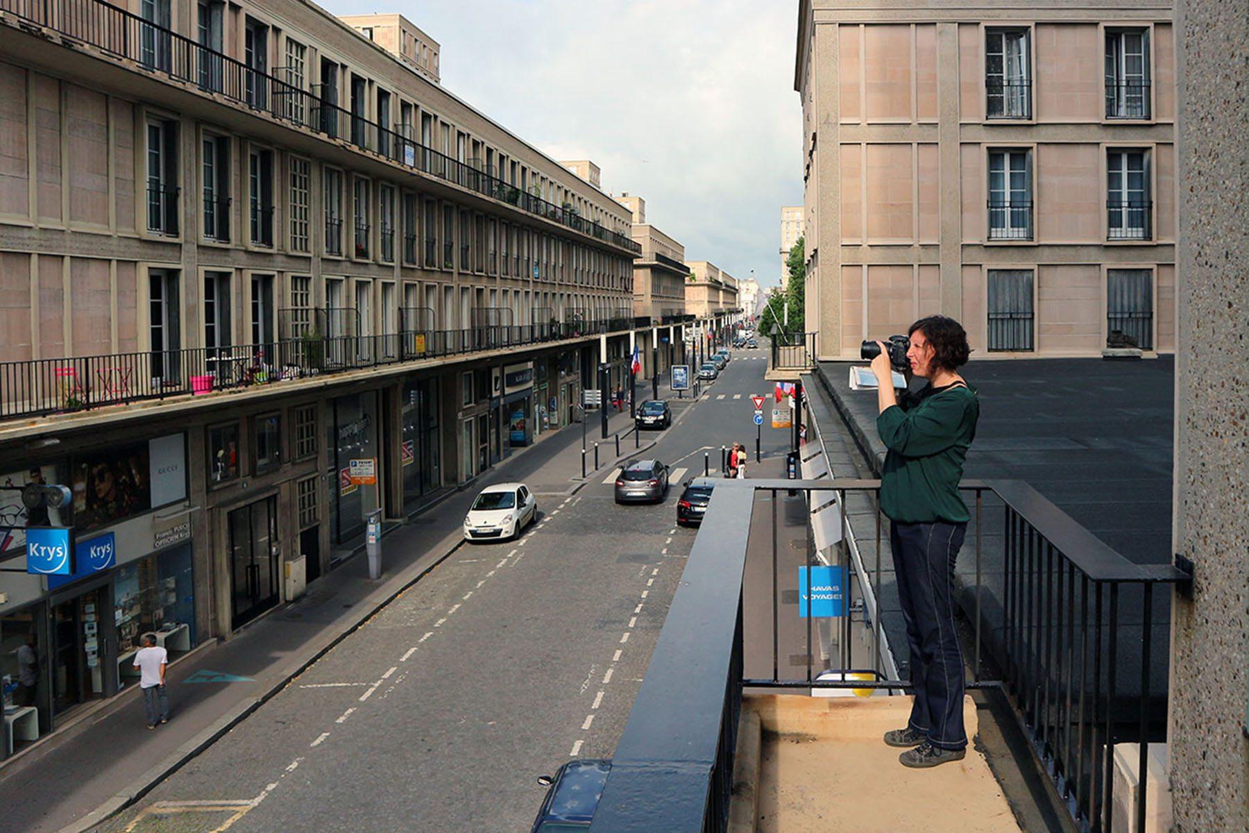 Das monumentale Dreieck. Die Fotokünstlerin Bettina Cohnen im Quartier Immeubles sans affectation individuelle (I.S.A.I.), das Perret noch vollständig selbst entworfen hatte.