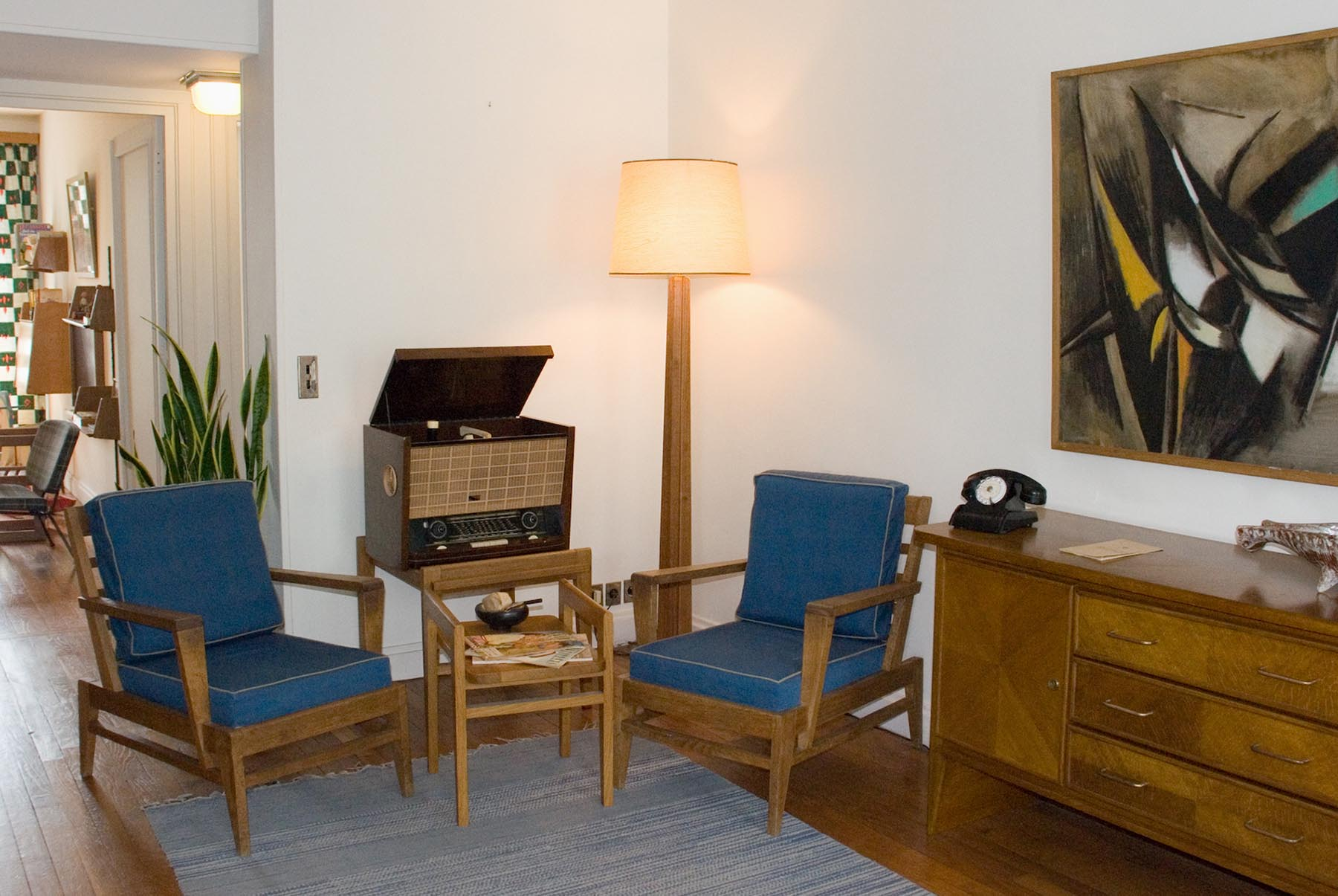 Die Wohnungen. ... mit Möbeln von René Gabriel aus 1946 ...