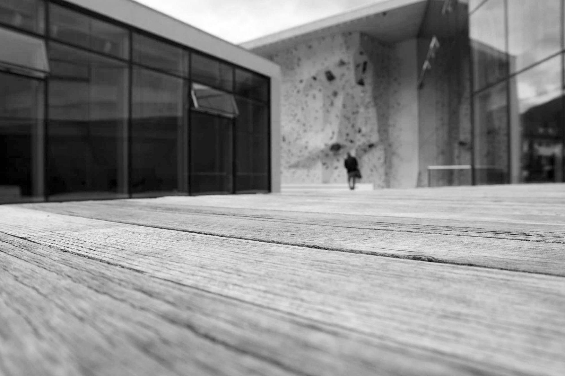 Kletterzentrum Bruneck.  Die Anlage überzeugt besonders durch den verdichteten Umgang mit Details und Materialien.