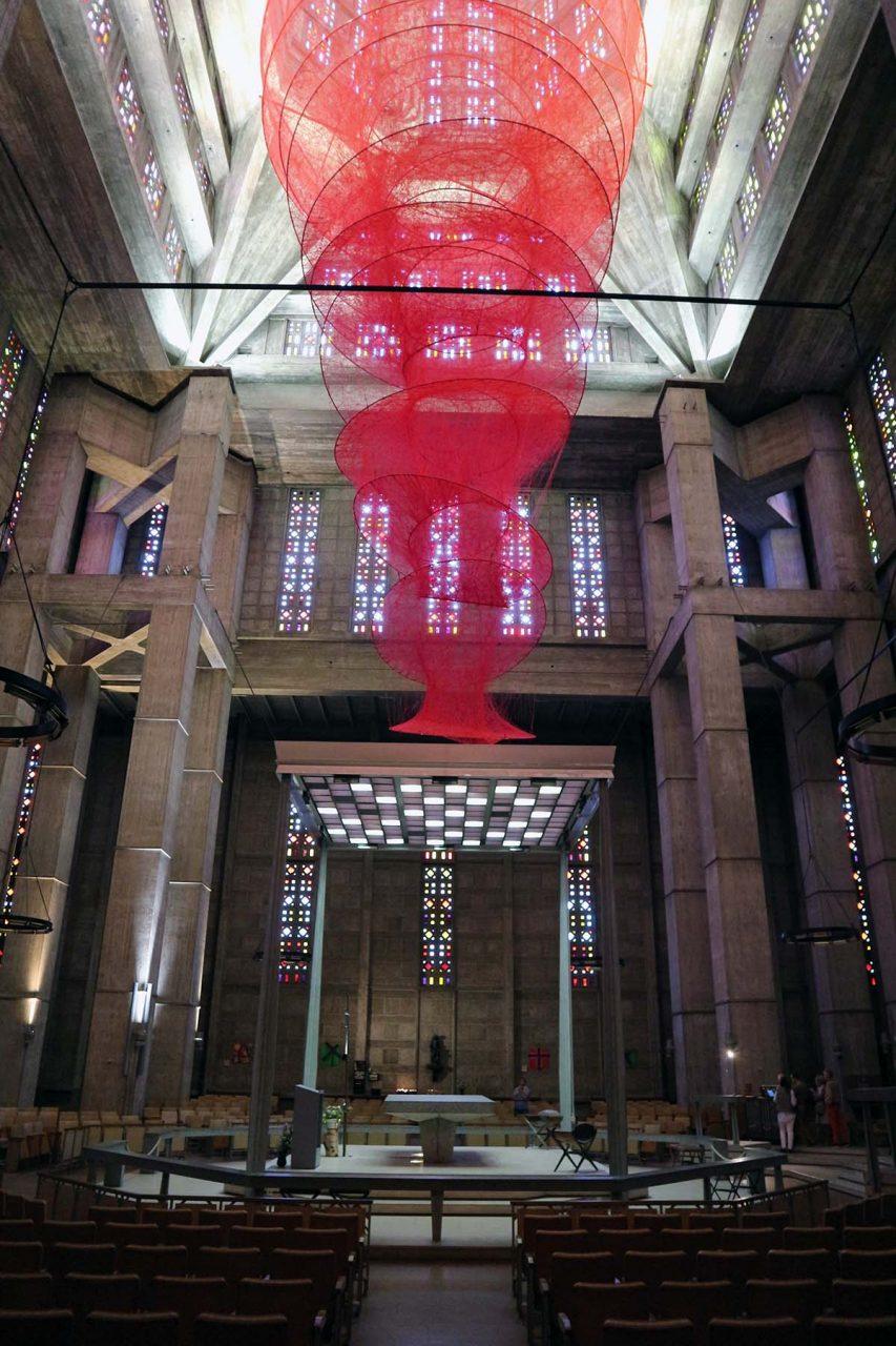 Église Saint-Joseph du Havre. ... farbige Leichtigkeit von innen.