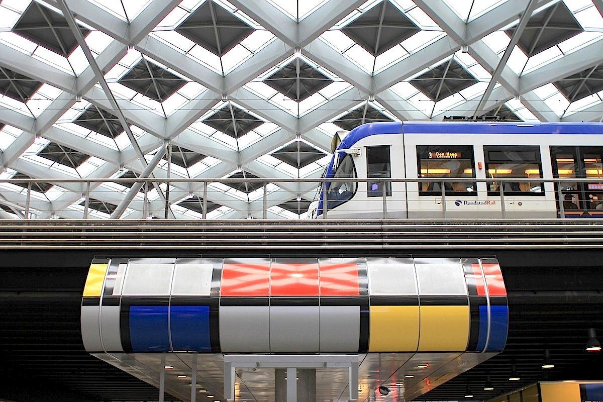 Den Haag Centraal.  Der von Benthem Crouwel aus Amsterdam neu gestaltete Hauptbahnhof von Den Haag. Fertigstellung war 2015.