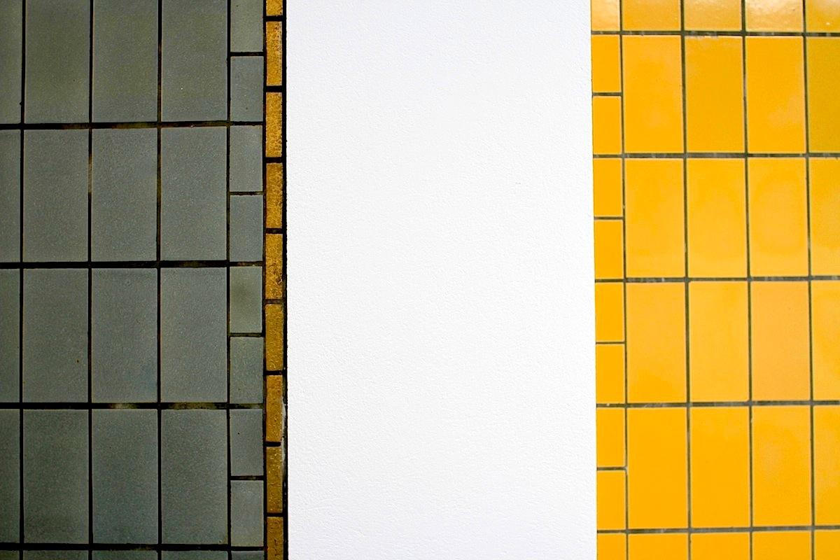 Gemeentemuseum.  Für Berlage waren Symmetrie, Proportionen und Rhythmen wichtige Elemente seiner Arbeit. Für das Gemeentemuseum konzipierte er die Ziegelgrößen 22 x 11 x 5.5 cm. Vor allem die 11 cm sind Kernstück seines Entwurfs. So sind die Fenster in vier 11 cm große Scheiben aufgeteilt.