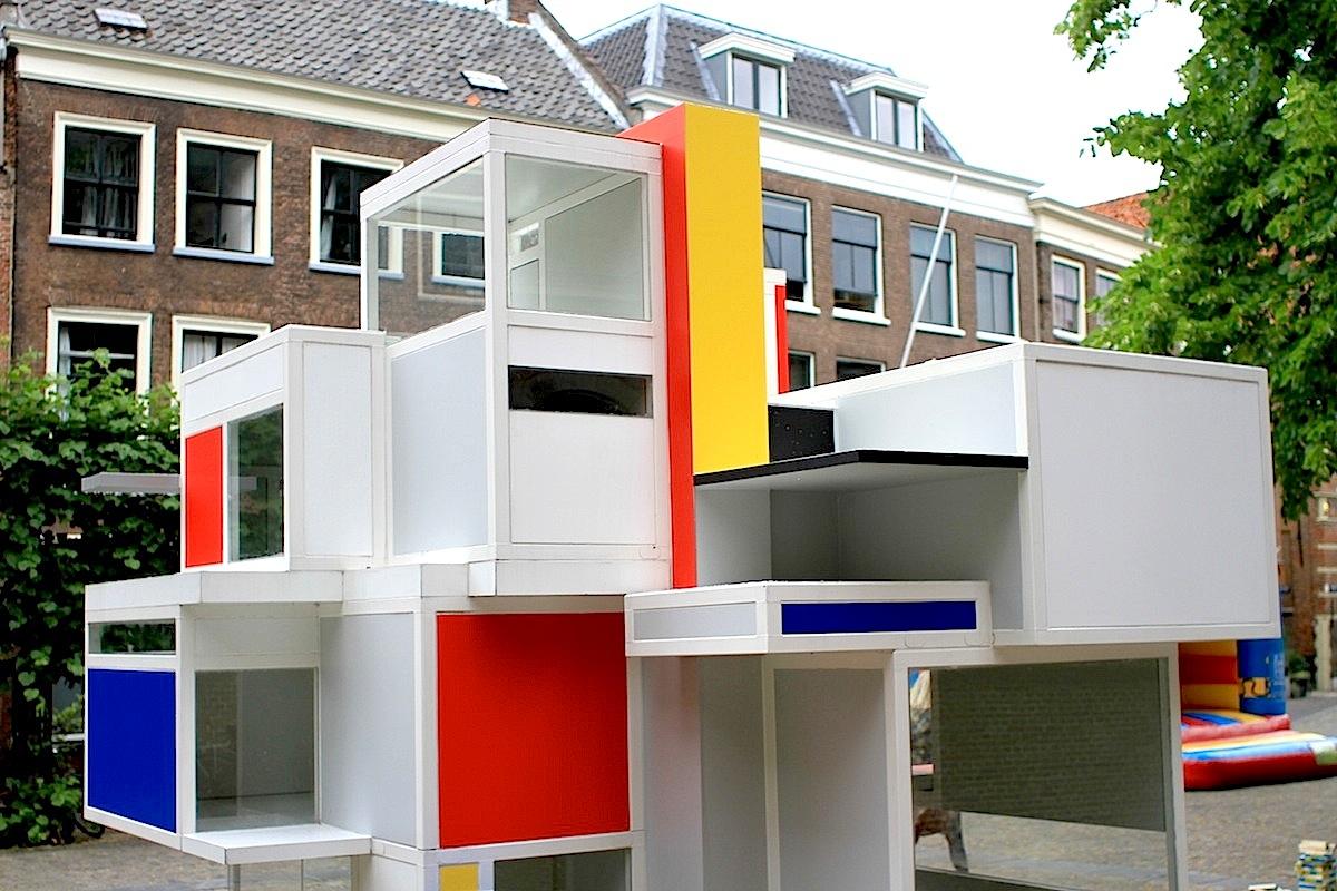 Maison d'Artiste. Glanzpunkt der Freiluftausstellung im Stadtzentrum ist ein Nachbau eines von Theo van Doesburg im Jahre 1923 geschaffenen Modells für ein Wohn- und Künstlerhaus.